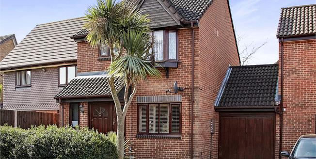 Asking Price £425,000, 3 Bedroom Link Detached House For Sale in Croydon, CR0