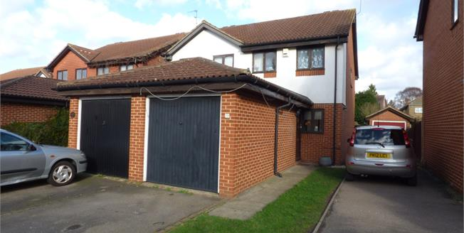 Asking Price £410,000, 3 Bedroom Semi Detached House For Sale in Croydon, CR0