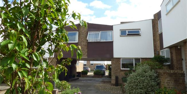 Asking Price £390,000, 4 Bedroom End of Terrace House For Sale in Shirley, CR0