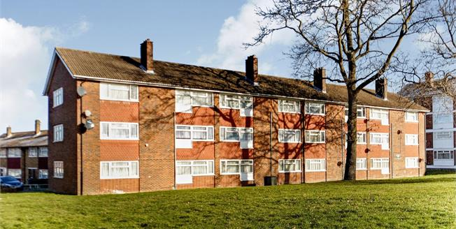Asking Price £235,000, 2 Bedroom Flat For Sale in Croydon, CR0