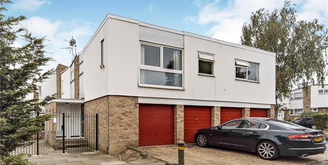 Asking Price £295,000, 2 Bedroom Maisonette For Sale in Croydon, CR0