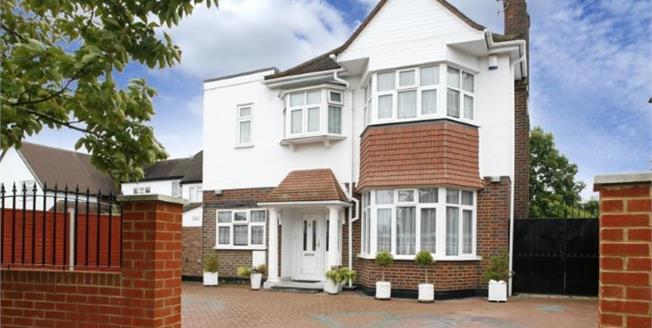 Guide Price £899,999, 4 Bedroom Detached House For Sale in Esher, KT10