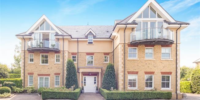 Guide Price £575,000, 2 Bedroom Upper Floor Flat For Sale in Esher, KT10