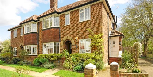 Guide Price £400,000, 2 Bedroom Maisonette For Sale in Thames Ditton, KT7