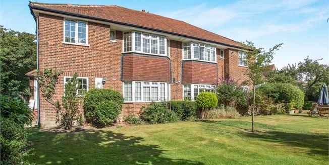 Guide Price £425,000, 2 Bedroom Maisonette For Sale in Thames Ditton, KT7