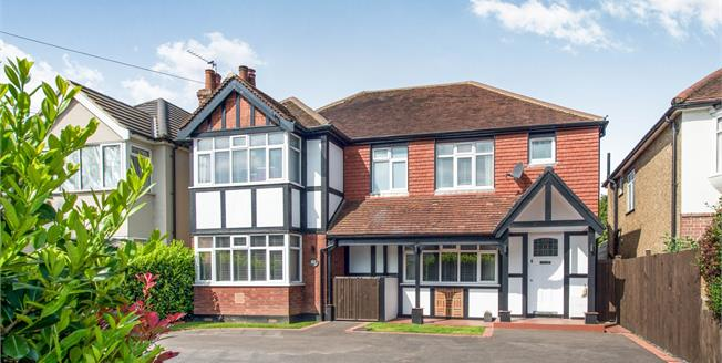 Guide Price £1,225,000, 4 Bedroom Detached House For Sale in East Molesey, KT8