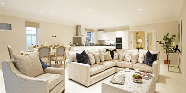 Guide Price £795,000, 2 Bedroom Ground Floor Flat For Sale in Surrey, KT8