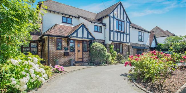 Guide Price £1,650,000, 6 Bedroom Detached House For Sale in Esher, KT10