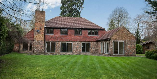 Guide Price £1,900,000, 5 Bedroom Detached House For Sale in Esher, KT10