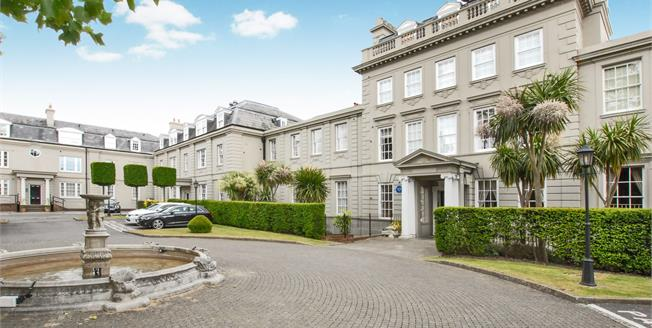 Guide Price £850,000, 2 Bedroom Flat For Sale in Esher, KT10
