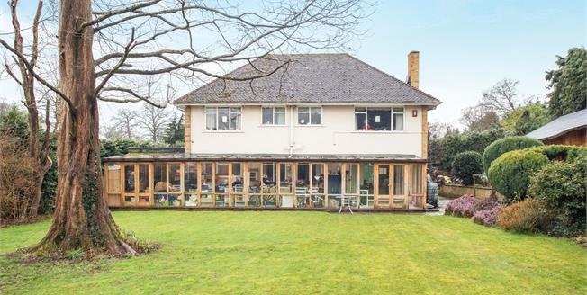 Guide Price £1,700,000, 5 Bedroom Detached House For Sale in Esher, KT10