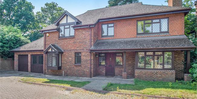 Guide Price £1,375,000, 4 Bedroom Detached House For Sale in Claygate, KT10
