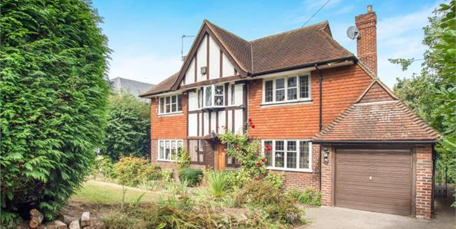 Guide Price £1,495,000, 4 Bedroom Detached House For Sale in Esher, KT10