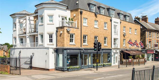 Offers in excess of £300,000, 1 Bedroom Flat For Sale in Esher, KT10