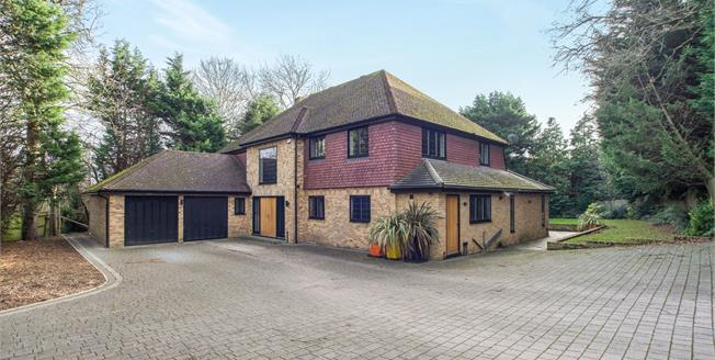 Guide Price £2,000,000, 5 Bedroom Detached House For Sale in Claygate, KT10