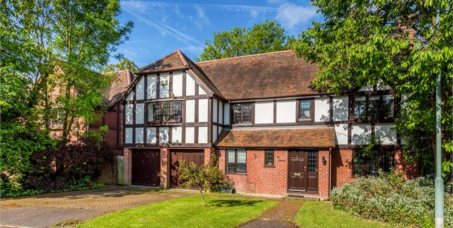 Guide Price £1,295,000, 5 Bedroom Detached House For Sale in Esher, KT10