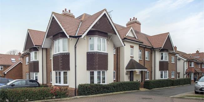 Asking Price £365,000, 2 Bedroom Flat For Sale in Esher, KT10