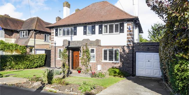 Guide Price £1,095,000, 4 Bedroom Detached House For Sale in Esher, KT10