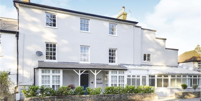 Guide Price £695,000, 3 Bedroom Flat For Sale in East Molesey, KT8