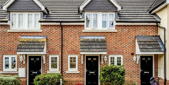 Guide Price £450,000, 2 Bedroom Terraced House For Sale in Oxshott, KT22