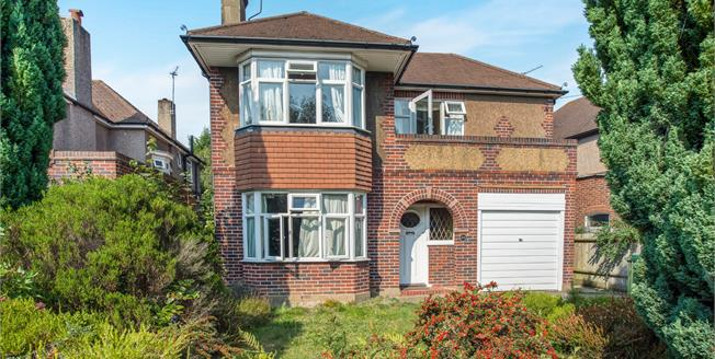 Guide Price £875,000, 3 Bedroom Detached House For Sale in Esher, KT10