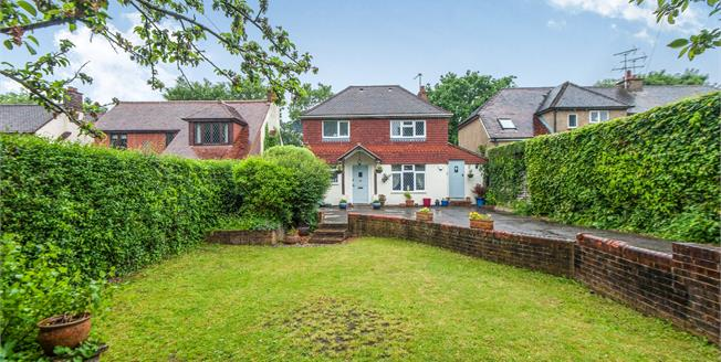 Asking Price £650,000, 4 Bedroom Detached House For Sale in Farnham, GU9