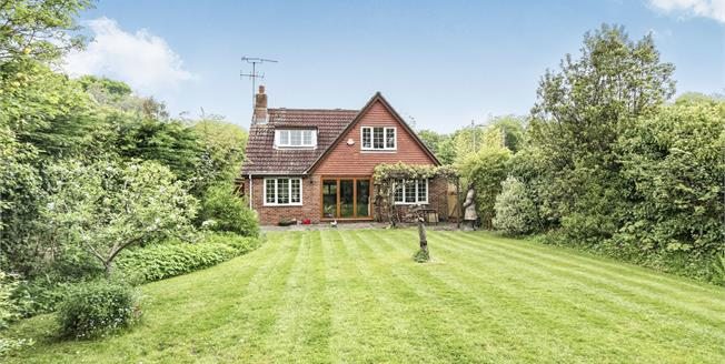 Guide Price £650,000, 4 Bedroom Detached House For Sale in Ash Green, GU12