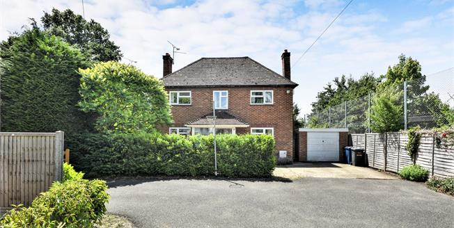 Asking Price £599,950, 4 Bedroom Detached House For Sale in Farnham, GU9