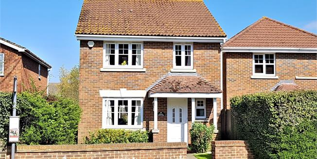 Guide Price £539,950, 4 Bedroom Detached House For Sale in Tongham, GU10