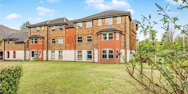 Offers in excess of £210,000, 2 Bedroom Flat For Sale in Aldershot, GU11