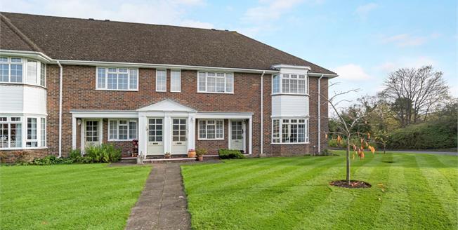 Asking Price £399,950, 2 Bedroom Flat For Sale in Farnham, GU9