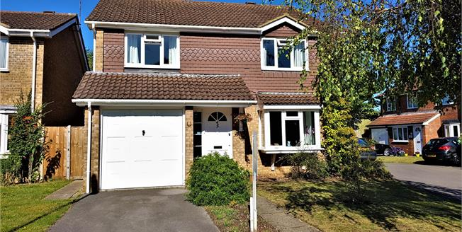 Asking Price £595,000, 4 Bedroom Detached House For Sale in Farnham, GU9