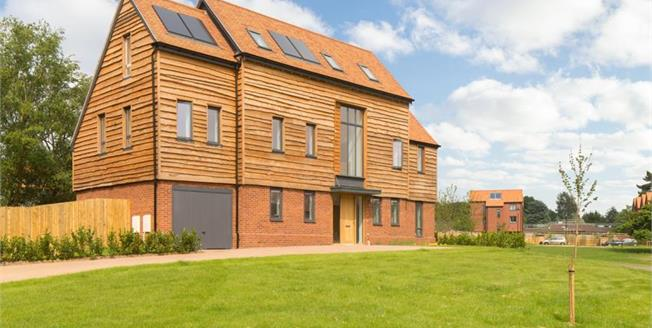 £769,995, 4 Bedroom Detached House For Sale in Godalming, GU7