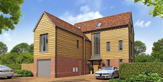 £749,995, 4 Bedroom Detached House For Sale in Godalming, GU7