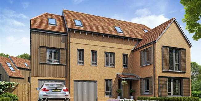 £889,995, 5 Bedroom Detached House For Sale in Godalming, GU7