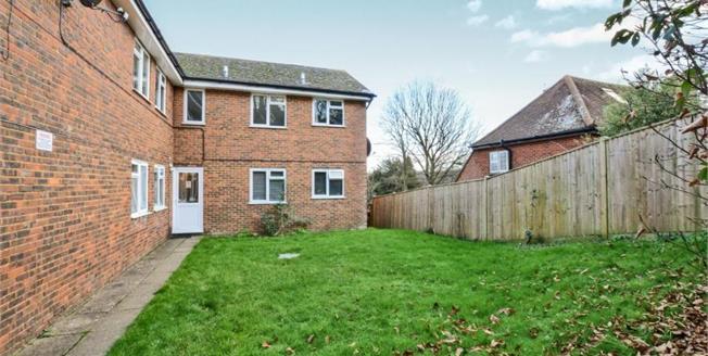 £275,000, 2 Bedroom Ground Floor Flat For Sale in Godalming, GU7