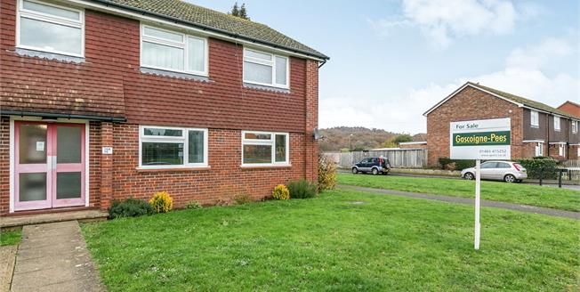 Asking Price £250,000, 2 Bedroom Flat For Sale in Chilworth, GU4