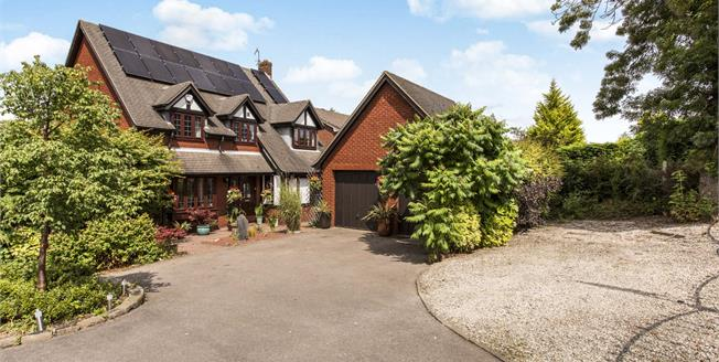 Guide Price £300,000, 4 Bedroom Detached House For Sale in Chesterfield, S40