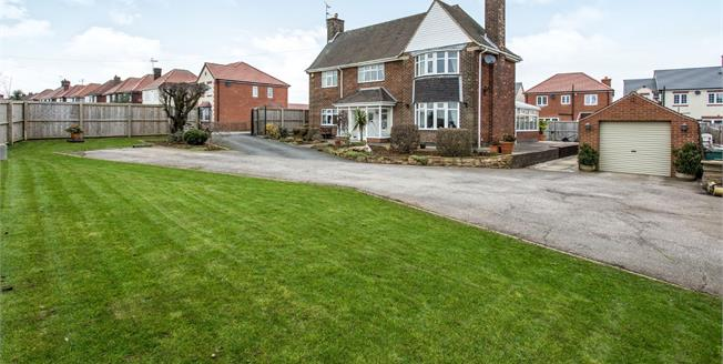 Guide Price £290,000, 3 Bedroom Detached House For Sale in Glapwell, S44
