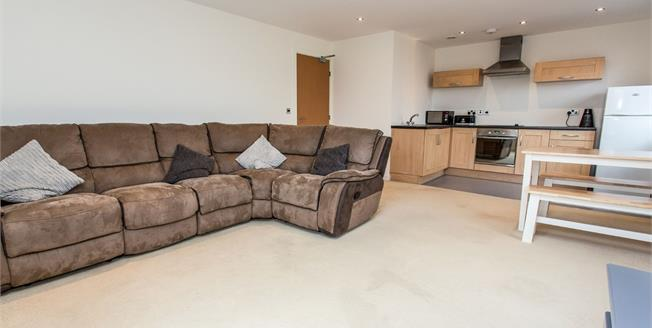 Guide Price £100,000, 2 Bedroom Flat For Sale in Chesterfield, S41