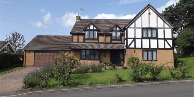 Guide Price £475,000, 4 Bedroom Detached House For Sale in Clay Cross, S45