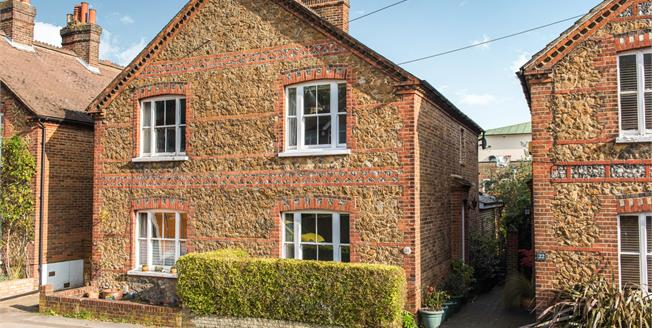 Asking Price £635,000, 3 Bedroom Semi Detached House For Sale in Guildford, GU2