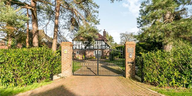 Guide Price £1,400,000, 5 Bedroom Detached House For Sale in Guildford, GU1