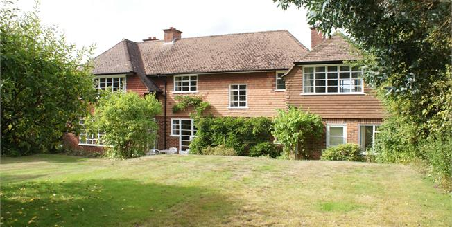 Guide Price £925,000, 4 Bedroom Detached House For Sale in Chilworth, GU4