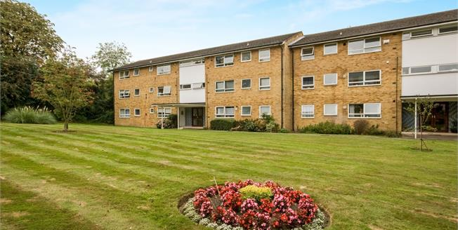 Asking Price £350,000, 2 Bedroom Flat For Sale in Guildford, GU1