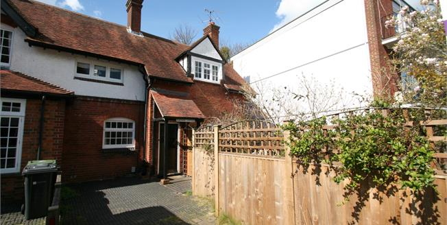 Asking Price £475,000, 2 Bedroom End of Terrace For Sale in Guildford, GU1