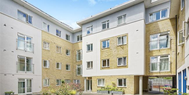 Offers in excess of £350,000, 2 Bedroom Flat For Sale in Guildford, GU1