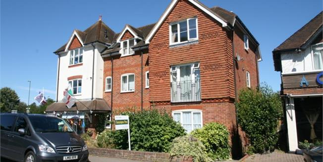Guide Price £275,000, 2 Bedroom Flat For Sale in Shalford, GU4