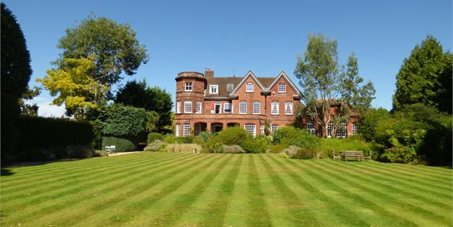 Guide Price £295,000, 1 Bedroom Flat For Sale in Shalford, GU4