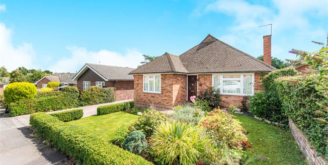 Guide Price £525,000, 3 Bedroom Detached House For Sale in Guildford, GU1